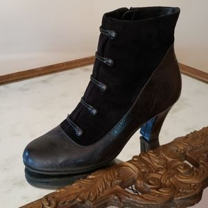 AEROSOLES TYROLEAN Leather Heeled Boots Size 8